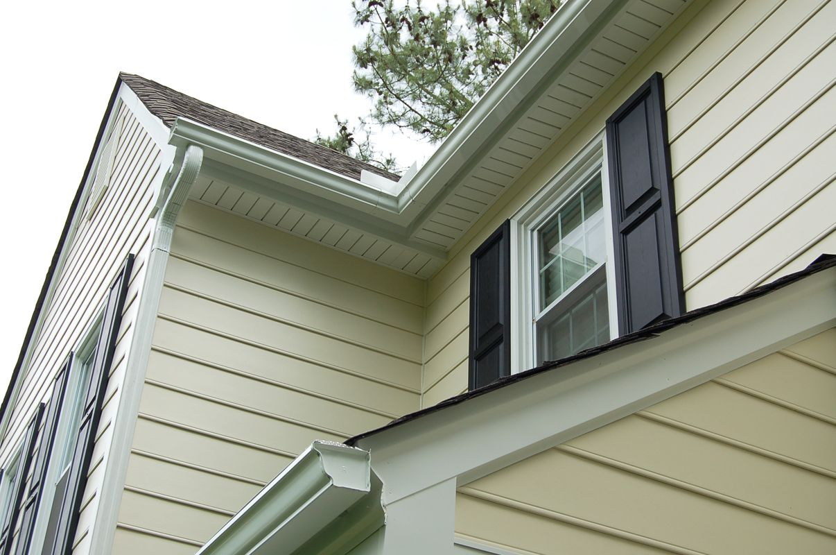 Pre Finished Hardieplank Siding With Aluminum Trim And Vinyl Soffit James Hardie Siding Vinyl Soffit Exterior House Colors