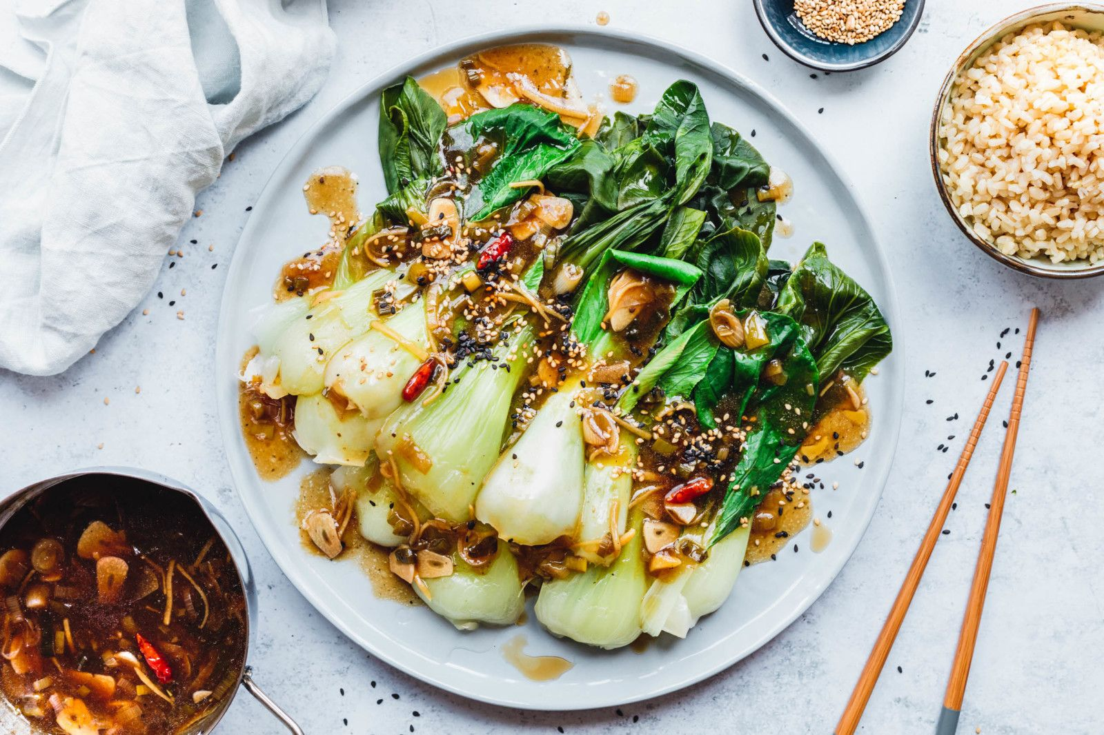 Gedämpfter Pak Choi mit Knoblauch-Ingwer-Sauce · Eat this! Food Blog