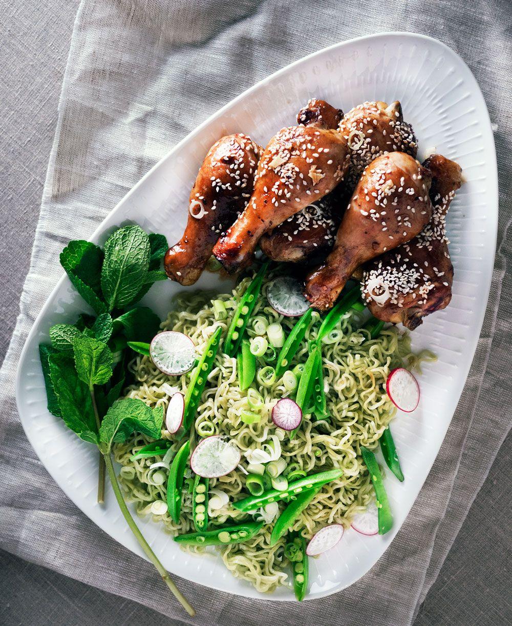 soyamarinerte kyllingklubber med nudelsalat