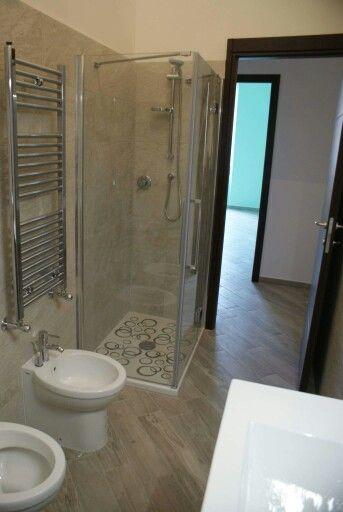 Pavimento in gres porcellanato effetto legno musis sundek - Gres porcellanato effetto legno in bagno ...