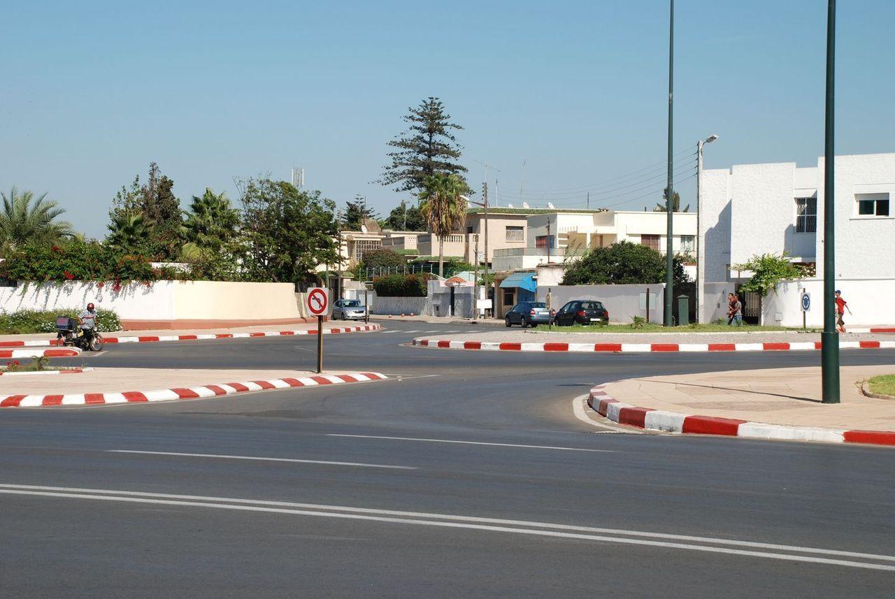 Rabat, Botschaftsviertel Souissi an der ins Zentrum führenden Avenue Mohammed VI