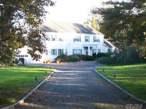 Huntington - Large Traditional Waterfront Colonial Featuring Magnificent Views.Opportunity To Have Your Dream Home. Walk To Baycrest Beach Club.Approximately 6800 Sq Feet Of Living Space. $2,900,000
