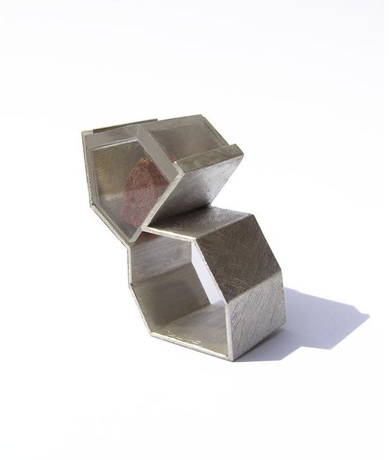 geometrical jewel art: silver and plexiglass ring | Artist / Künstler: István Böjte |
