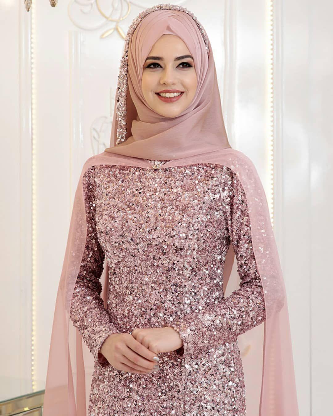 Pelerinsiz De Kullanilabilir Pinar Sems Gunyeni Abiye Ekru Mor Lacivert Pudra Gold Bede Wedding Hijab Styles Muslim Fashion Modern Hijab Fashion