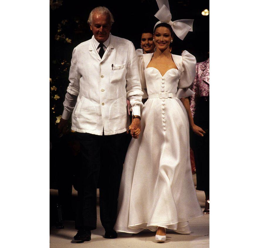 les robes de mariée mythiques iconiques de la haute couture mariage Carla  Bruni au défilé haute