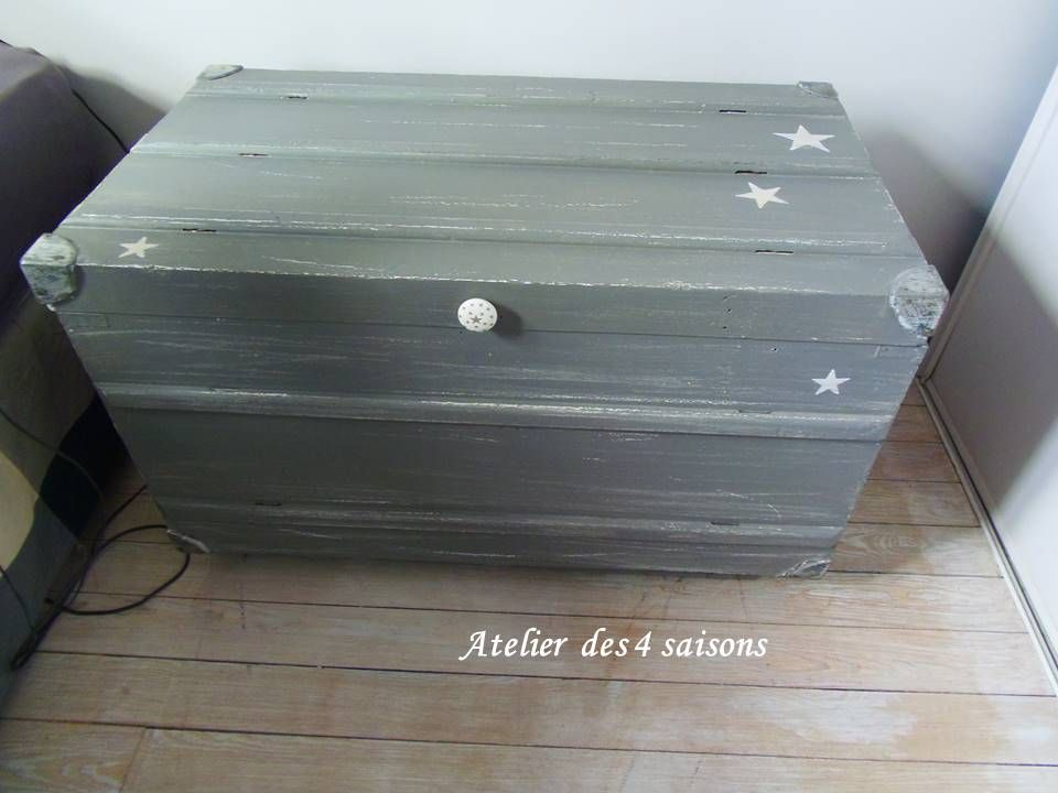 simple coffre malle vintage sur roulettes patin par un with coffre malle ikea. Black Bedroom Furniture Sets. Home Design Ideas