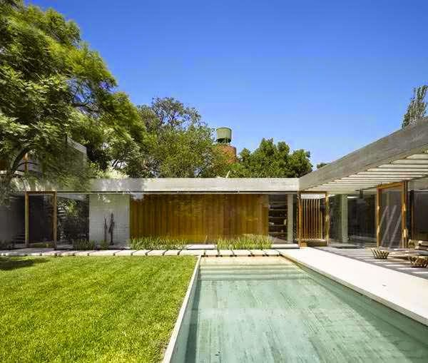 OUTSIDE INSIDE MODERNIST HOME DESIGN FEATURES STYLISH