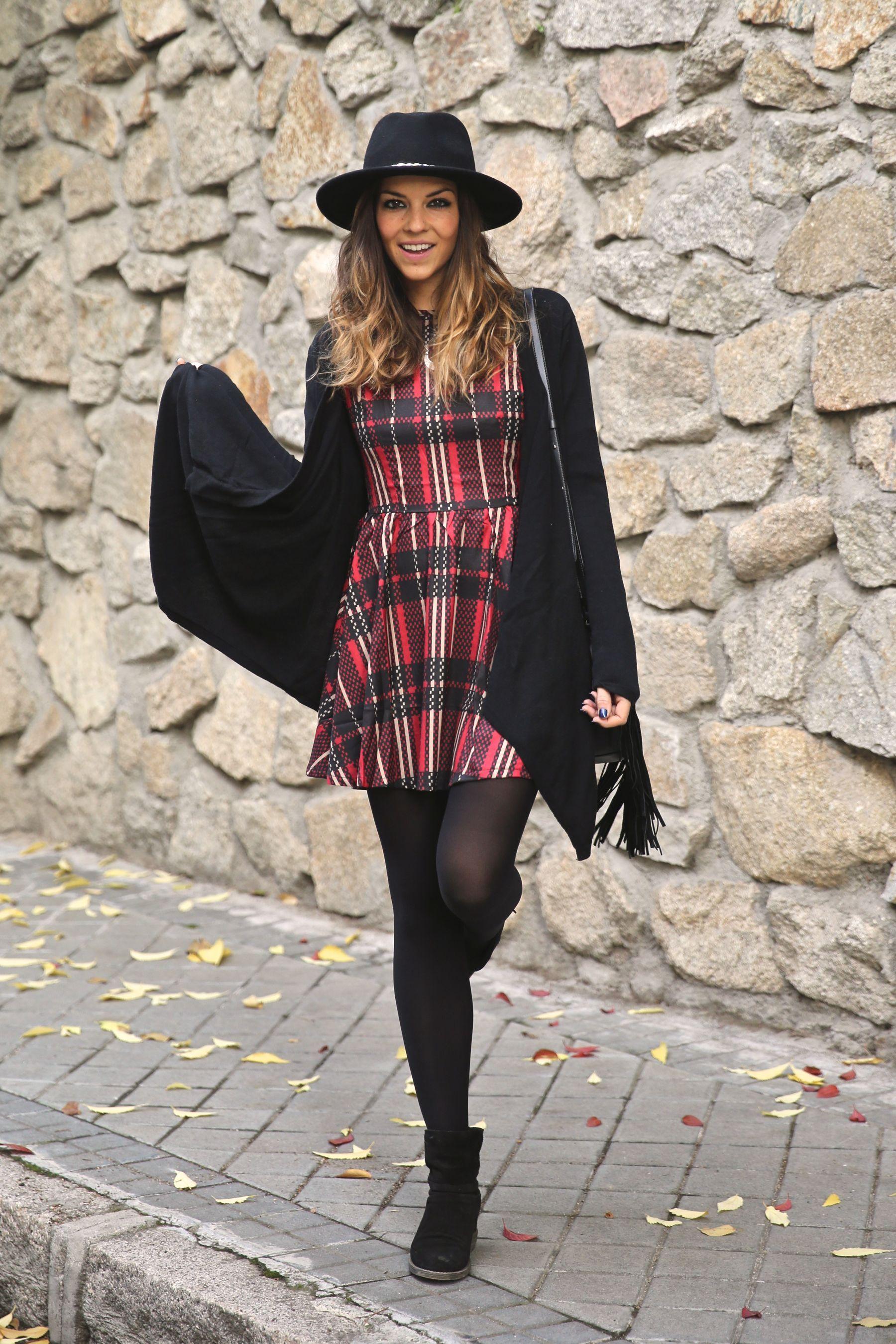 Vestido cuadros | Looks Moda | Vestidos, Medias negras y Outfits