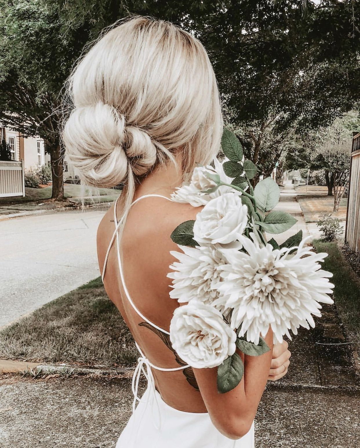 42 white wedding bouquets for every season   outdoor