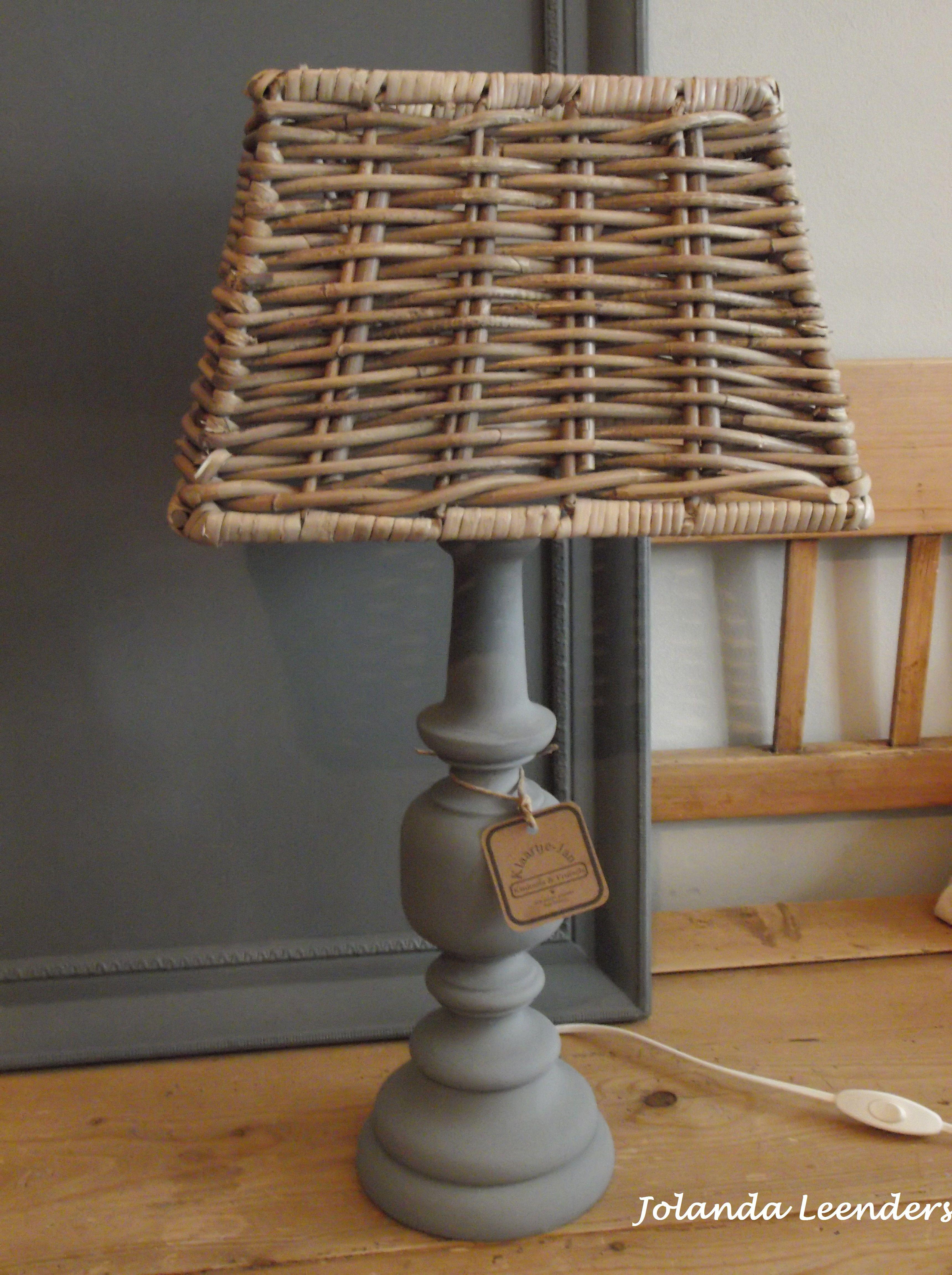 Knutsels van Jolanda. Re-style oude lampenvoet met krijtverf