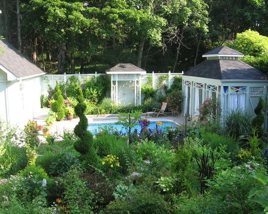 Awesome Backyard Landscape Garden With Lush Vegetations And Small