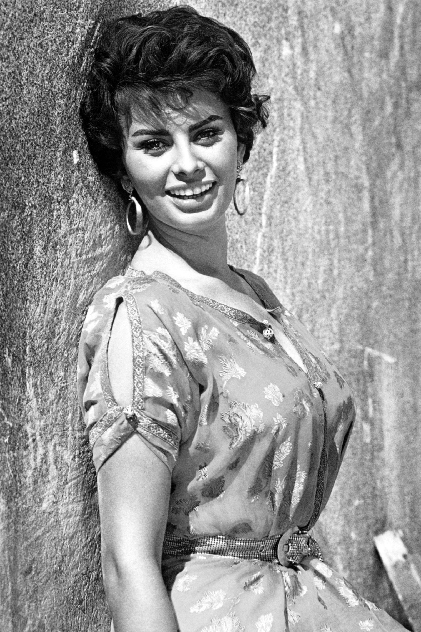 Sophia Loren S Iconic Style In Photos Sophia Loren Sophia Loren Photo Sophia Loren Images