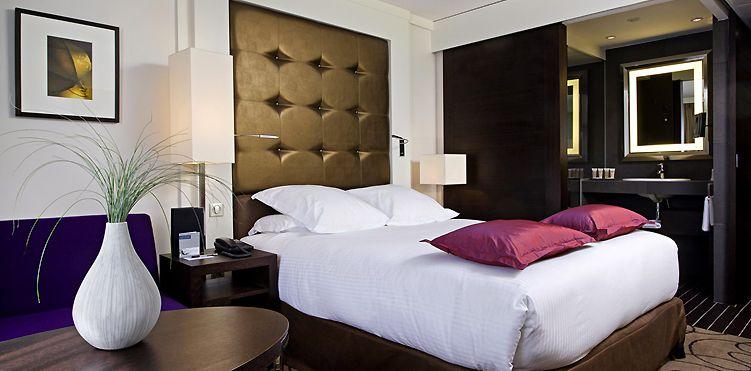 Chambre Deluxe avec lit king size et sofa à l\'Hôtel Pullman ...