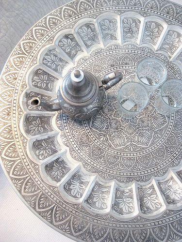 Verliefd op de Marokkaanse invloeden. Mooi op een tafel van sloophout, op het buiten terras.