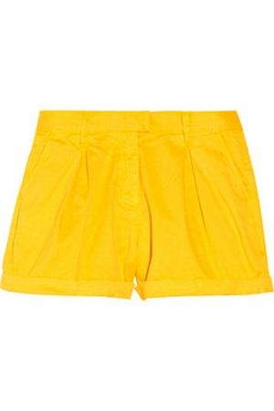Yellow Shorts #color #summer #shorts #style #lexwhatwear http://lexwhatwear.com/lazy-gal-more/