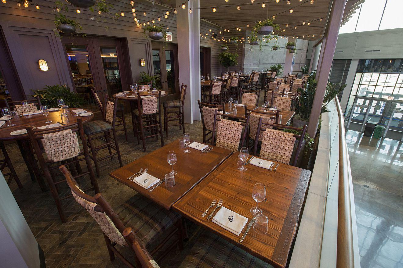 Inside The United Center S New Restaurant For Bulls And Blackhawks