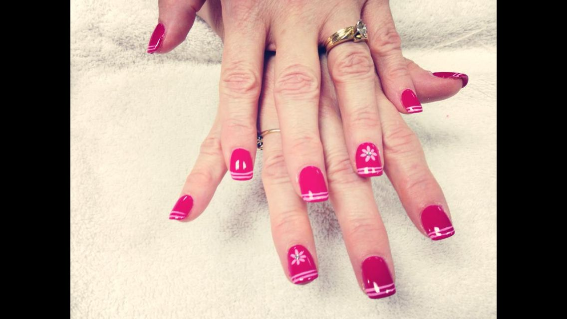 Flower and line nails design