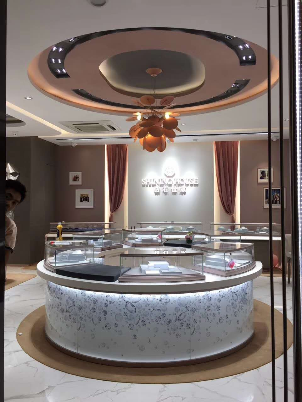 Design house jewelry - Shining House Jewelry Store Design Retail Retaildesign Interior Vm Windowdisplay