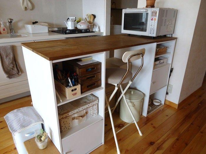カラーボックスを並べ 天板を乗せるだけで立派なキッチンカウンターが