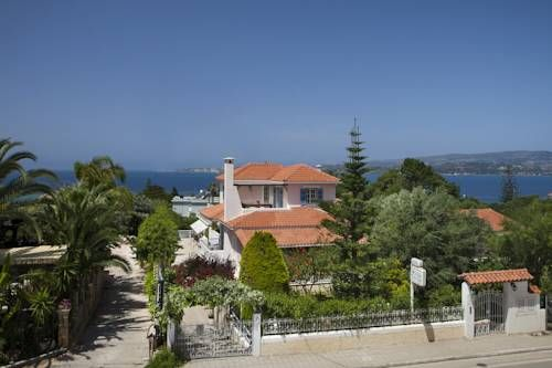 Villa Tzivras Lassi Opening to a balcony and terrace with Ionian Sea views, Villa Tzivras is centrally located in Lassi Village. Agradakia Beach is 200 metres away, while free WiFi access is available in all areas.