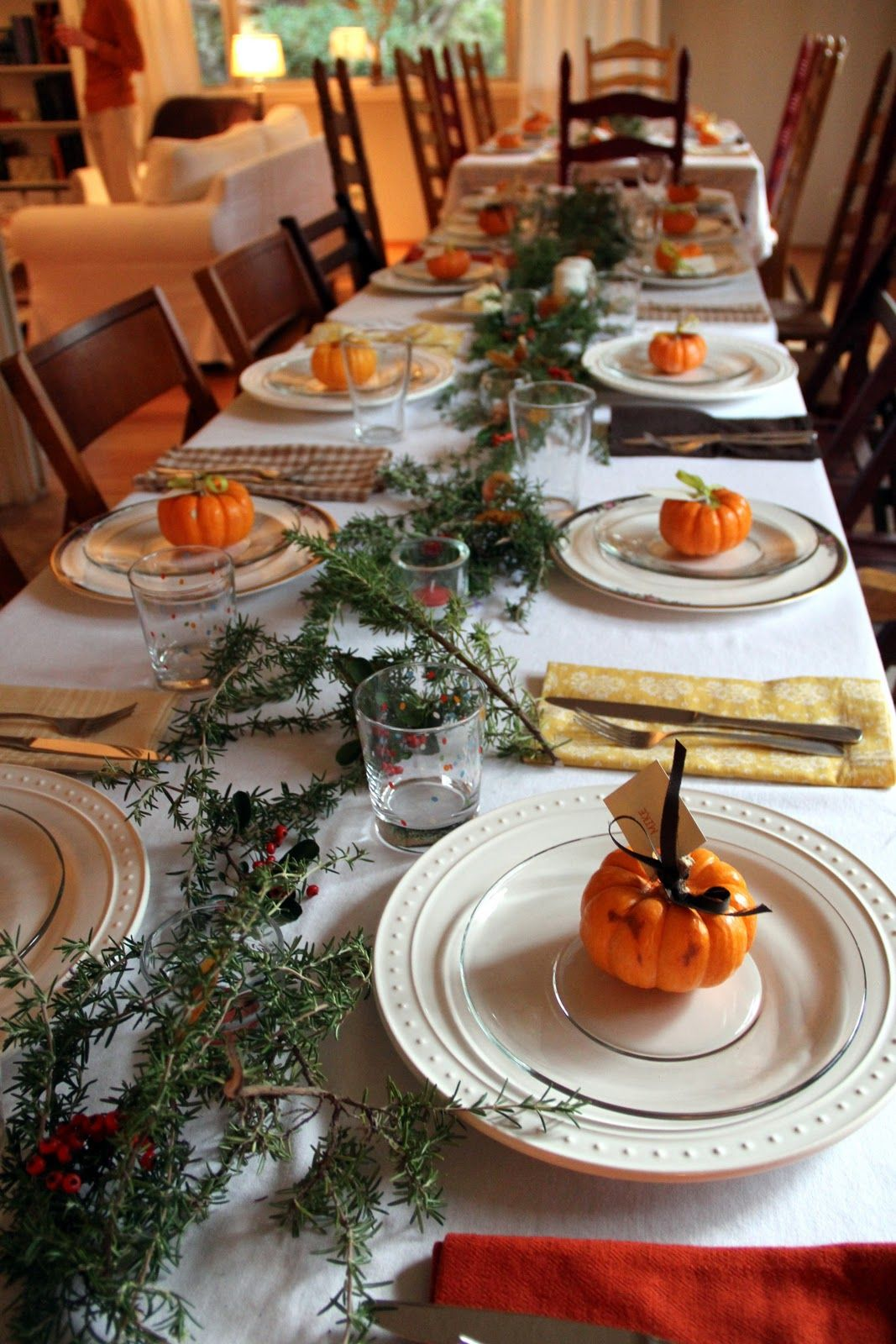 Thanksgiving day dinner table decorated thanksgiving - Thanksgiving dinner table decorations ...