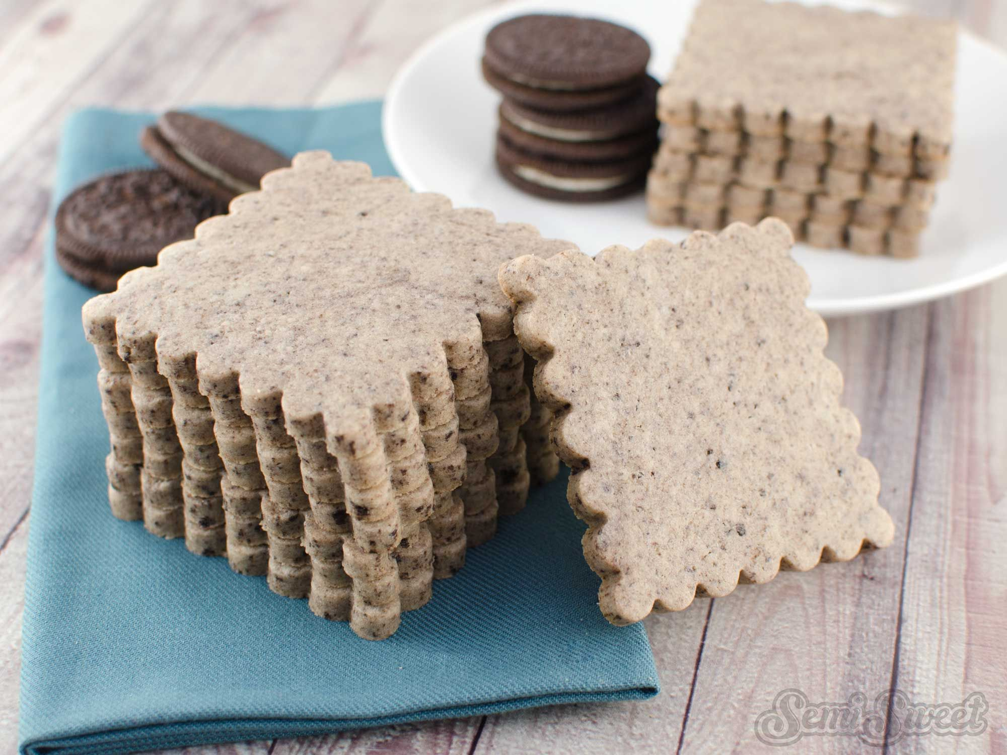 Cookies and Cream Cut-Out Cookies #cookiesandcreamfrosting