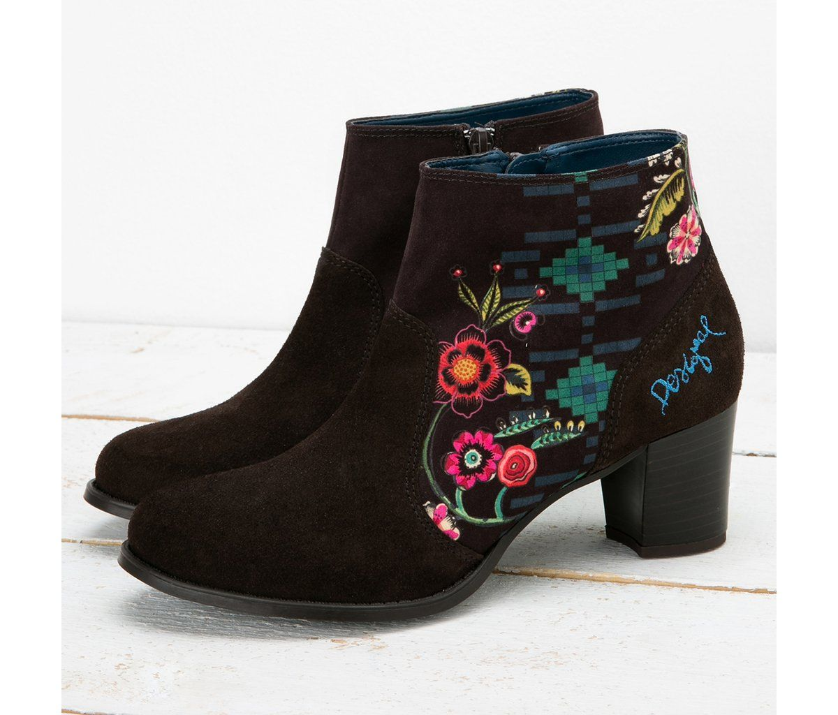 Brown high-heel boots | Desigual.com