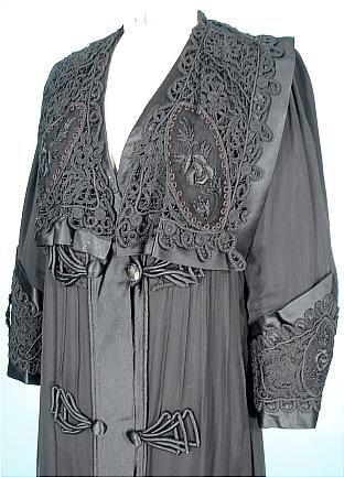 c. 1910-1912 Edwarian PERDOUX Bourdereau Veron & Cie, Place de la Bourse, 132 rue Reaumur, Paris Black Silk Chiffon and Satin Evening Coat! Purchased from B. Altman & Co, Paris/New York. Detail