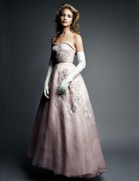 Dress : Dior , Photo : Patrick Demarchelier
