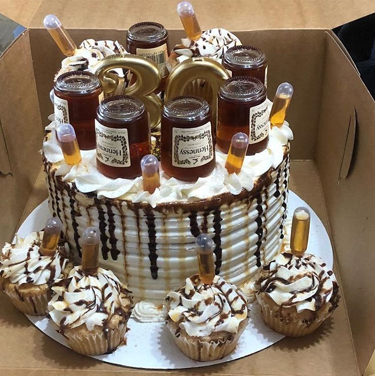 Hennessy Cake With Images Alcohol Cake 21st Birthday Cakes