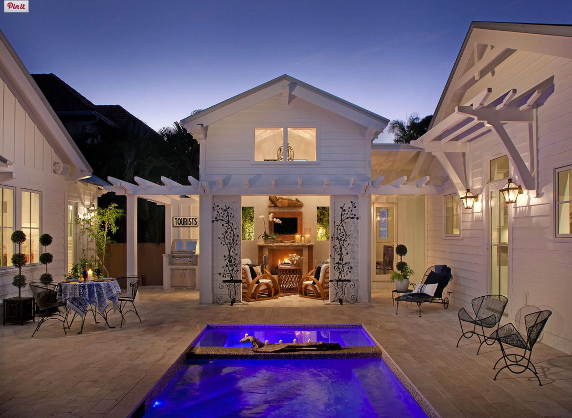 I need a house and guesthouse with a common courtyard/pool.