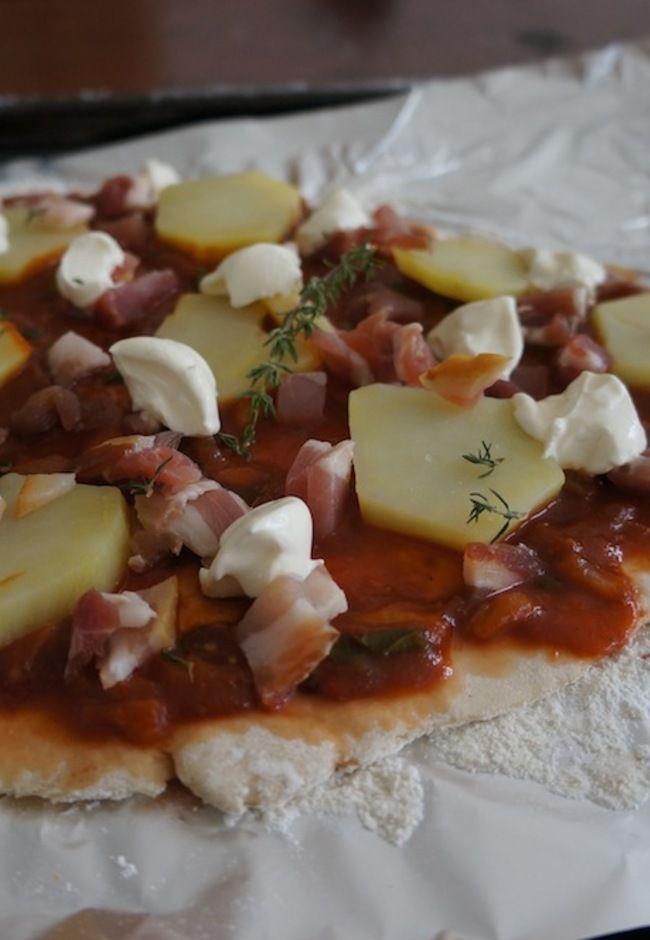 Franse pizza met aardappel en spek