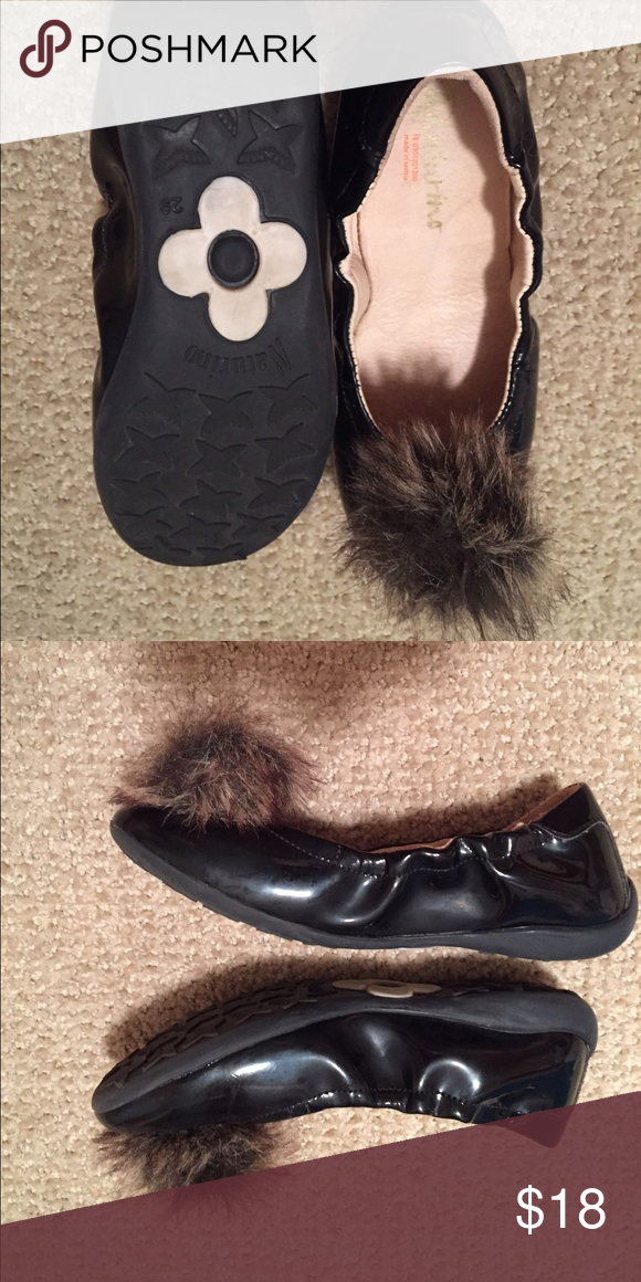 Naturino size 29 patent flats with POUF ❤ Rarely worn super cute froufrou black patent leather flats - here's the current version of the same shoe at Saks - http://www.saksfifthavenue.com/main/ProductDetail.jsp?FOLDER%3C%3Efolder_id=2534374306418053&PRODUCT%3C%3Eprd_id=845524446997097&R=8058985133390&P_name=Naturino&N=4294909359+306418053&bmUID=lvUBUE4. Great special occasion shoes! Run narrow, size 29 Euro which according to Saks is 12 US, but seems to run a bit small (could be just the…