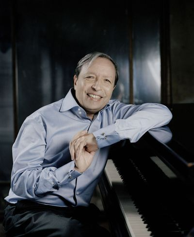 Murray Perahia at Orchestra Hall Review-Perhaia Brings Consummate Professionalism, As Expected | Splash Magazines | Chicago