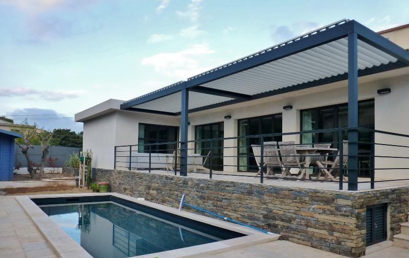 pergola bioclimatique pergola aluminium pergola lames orientables jardin pinterest. Black Bedroom Furniture Sets. Home Design Ideas