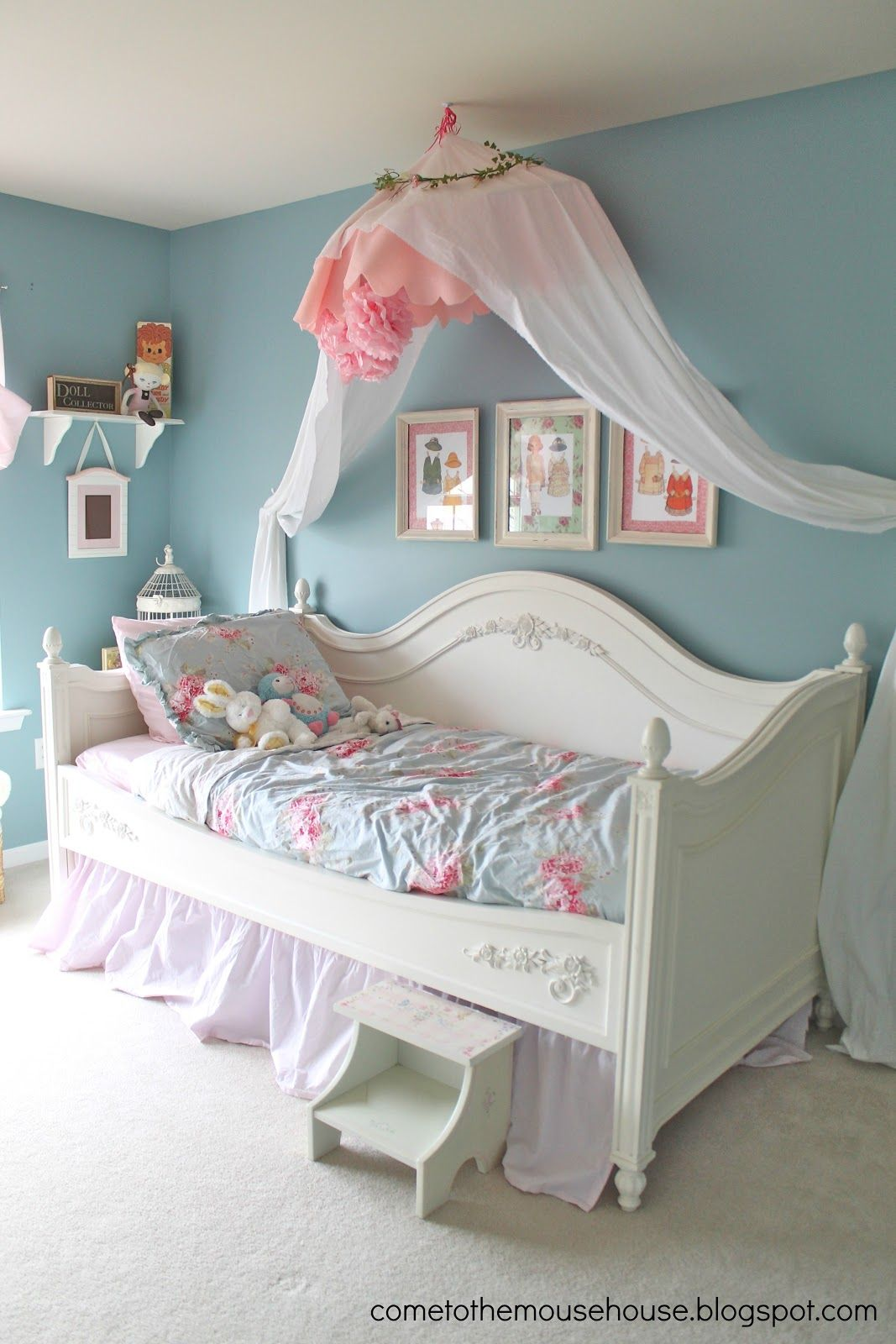 welcome to the mouse house shabby chic bedroom reveal a little bird told me wednesday. Black Bedroom Furniture Sets. Home Design Ideas