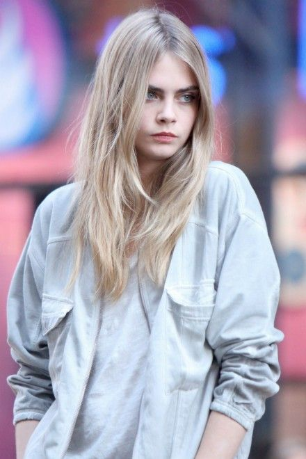 Cara Delevingne tweets support for student facing deportation