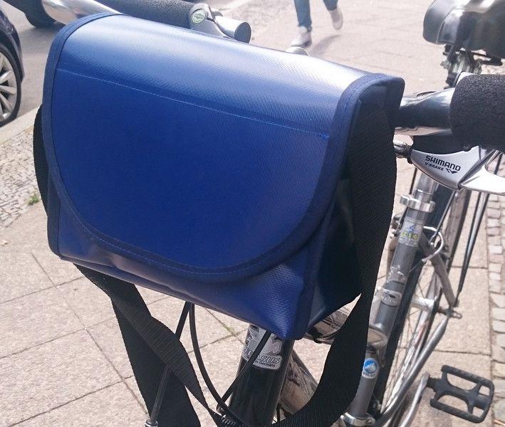 fahrradtaschen lenkertasche fahrradtasche ein designerst ck von taschenmacherei bei. Black Bedroom Furniture Sets. Home Design Ideas