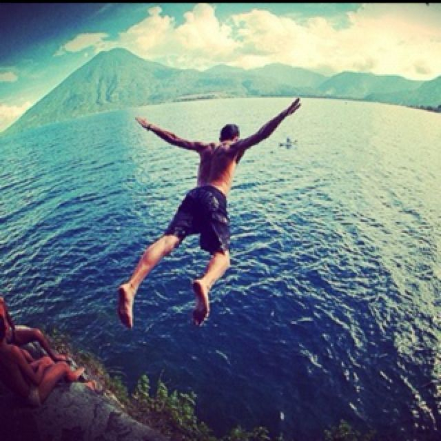..this is xxxtreme!!! cliff diving :) i must try this ^__^ (bahala dli kamao mulangoy)