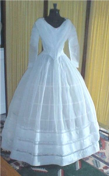 1840 Cotton Muslin Gown / 373 x 601 / 43kbytes | new story ...