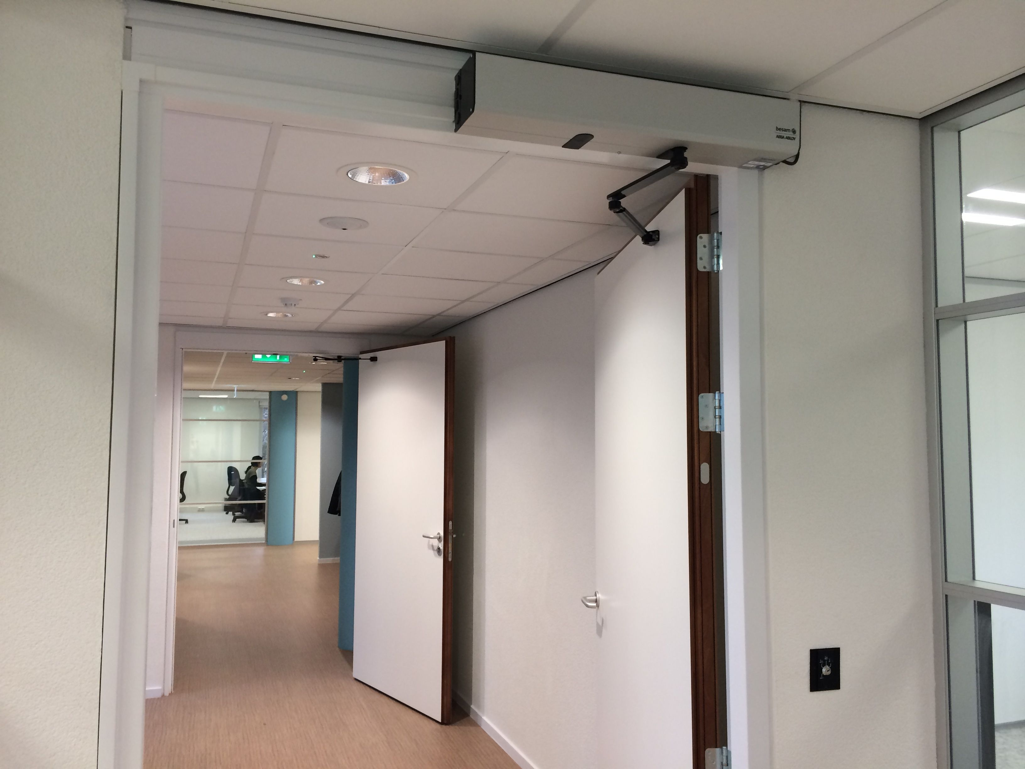 Besam SW200i Swing Door Operator. An intelligent unit that can be set up to work & Besam SW200i Swing Door Operator. An intelligent unit that can be ...