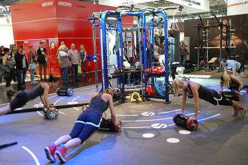Circuit training with the Life Fitness Synergy 360 ...