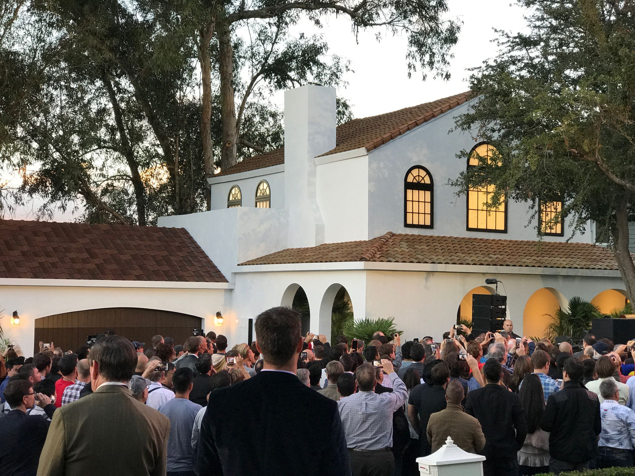 These Are Tesla S Stunning New Solar Roof Tiles For Homes Techcrunch Solar Roof Tesla Solar Roof Best Solar Panels