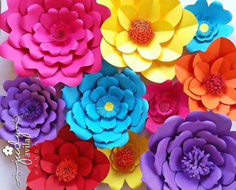 Panel de flores de papel para sesión fotográfica