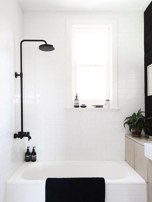 Black \ White im Bad Ein Badezimmer in Weiß #KOLORAT #Wandfarbe - badezimmer streichen