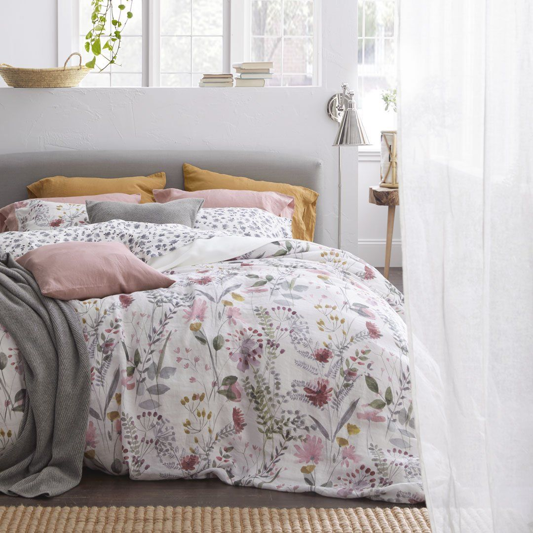 Bring Spring To The Bedroom With This Duvet Cover With A Bold