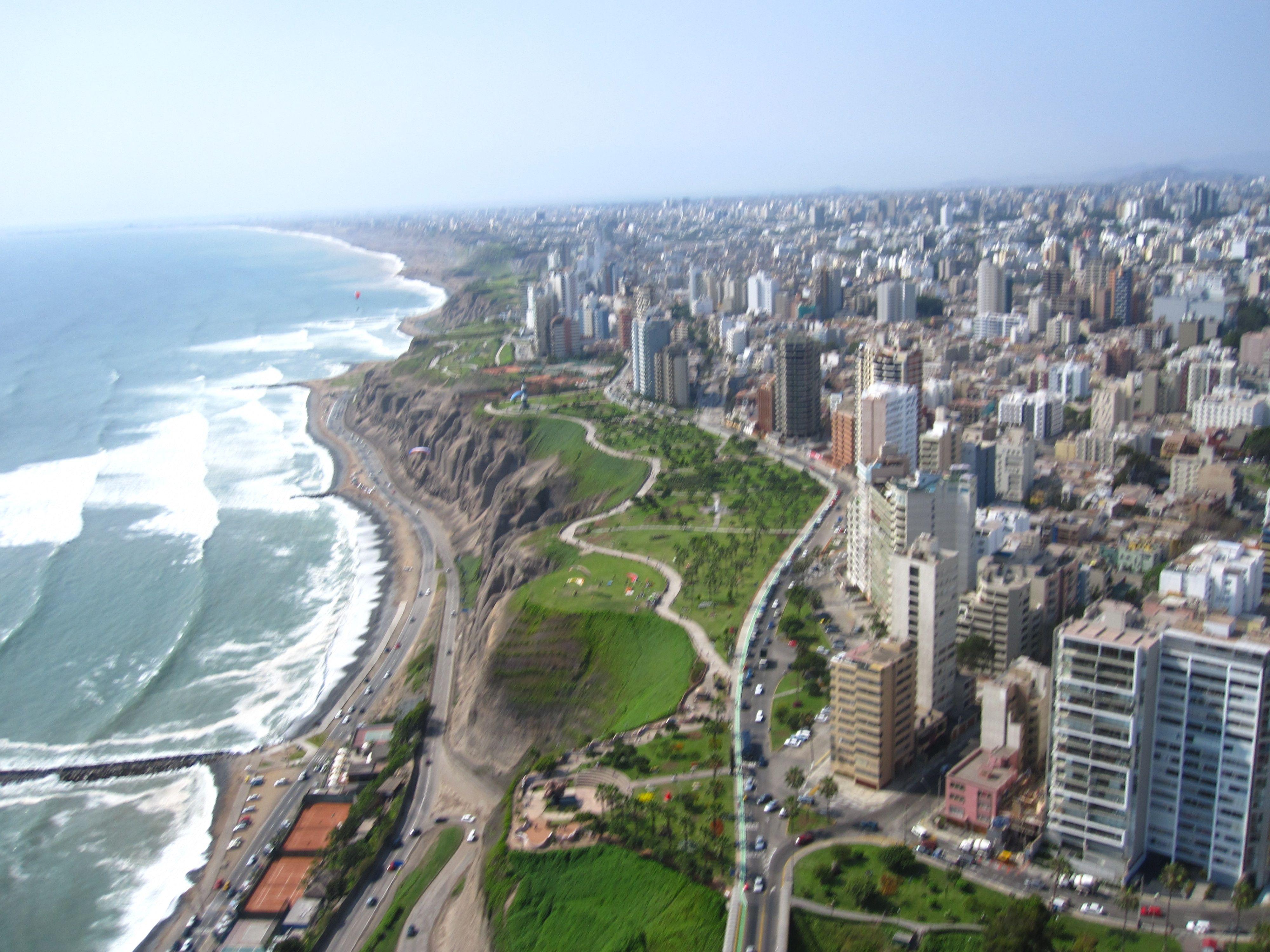 Miraflores En Lima Desde Un Parapente Lima Peru Peru Beaches Cool Places To Visit