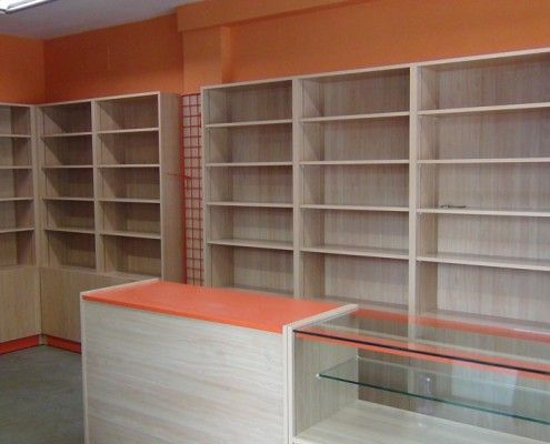 Librerias con estante de madera regulables en altura y puertas en la parte inferior papelerias - Mobiliario para merceria ...