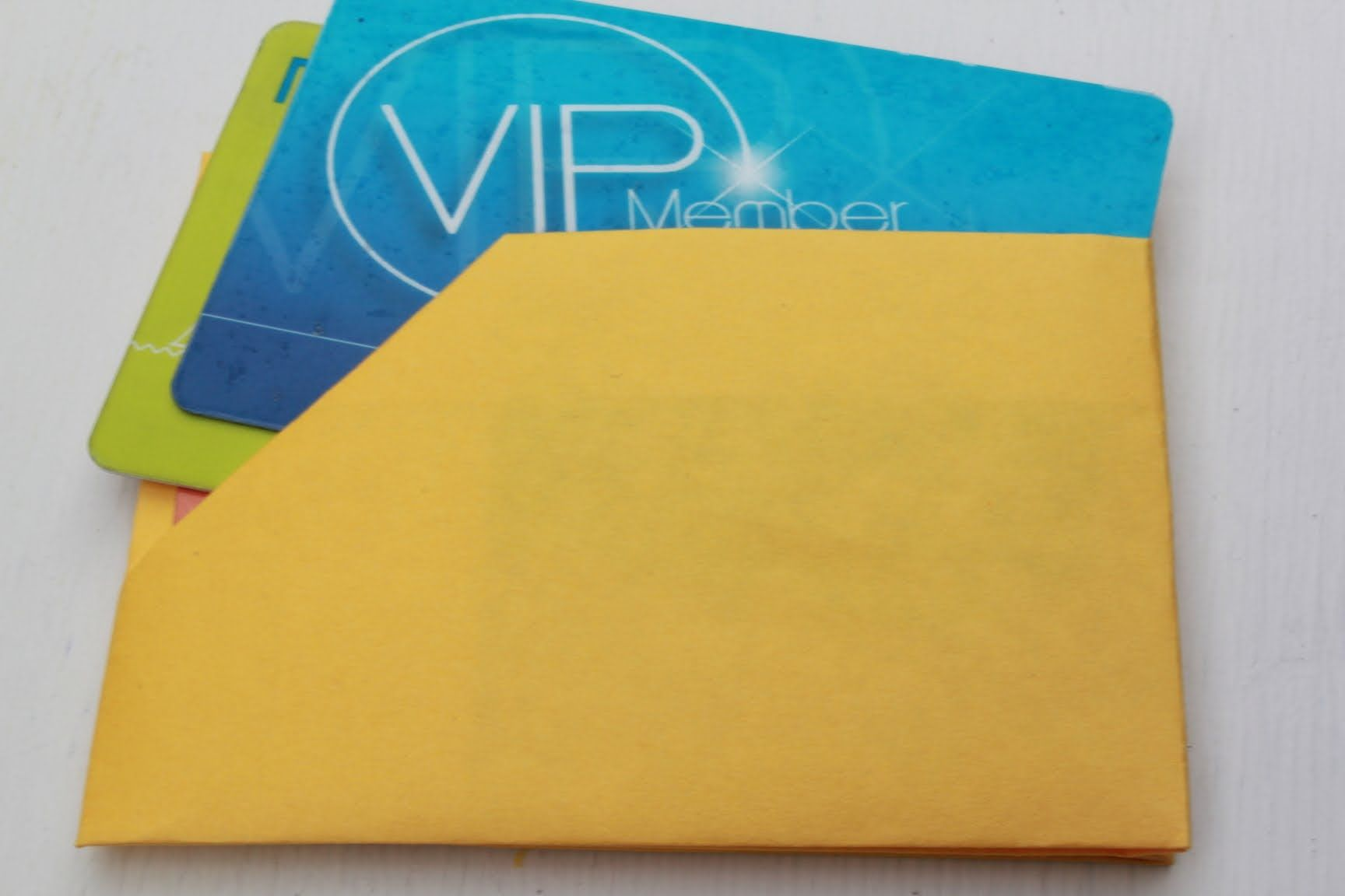 How to fold a paper business card holder
