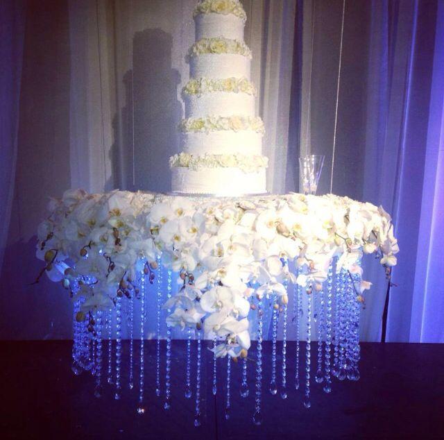 Wedding Cake Tables Decorating Ideas: Floating Wedding Cake Table